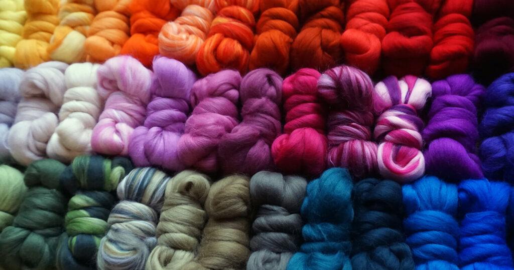piekne kolorowe welny do filcowania