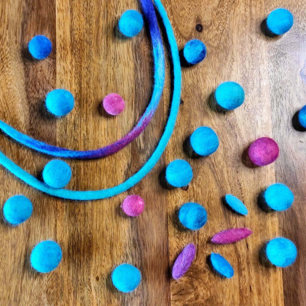 filcowe koraliki jak filcowac lekcje filcowania warsztaty filcowania na mokro kursy wideo w szkole filcowania