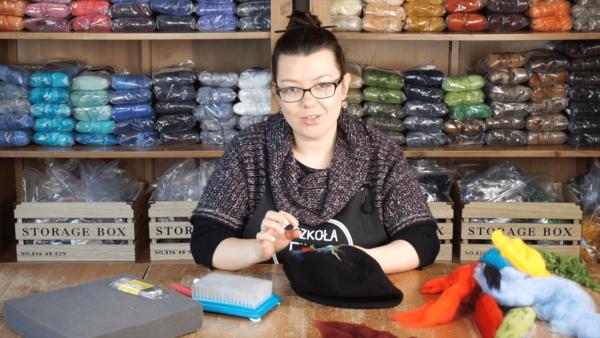 filcowanie iglowe na materialach i beretach warsztaty online kursy wideo o filcowaniu